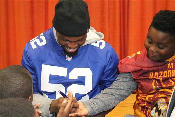NY Giants lineman Alec Ogletree signs autographs for Mount Vernon City School District students